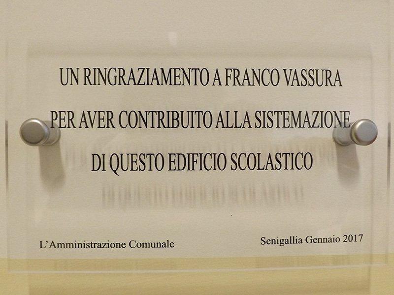 Targa di riconoscimento a Franco Vassura