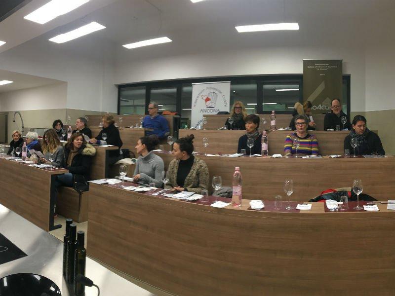 Incontri di Cucina per Amatori - La sala con i corsisti