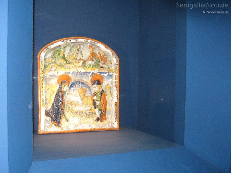 Maioliche esposte a Senigallia per la mostra Lacrime di Smalto