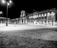 16/07/2019 - La piazza in bianco e nero