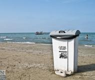 29/05/2016 - Vicino al cestino dei rifiuti, ma non dentro