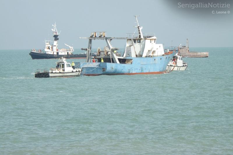Sgombero delle motonavi dal porto di Senigallia