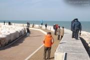 Curiosi e fotografi alla partenza delle prime tre navi da Senigallia