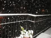 Un balcone di Ripe durante la nevicata