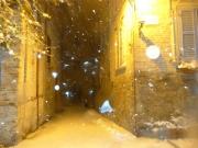 Una strada di Corinaldo la sera del 2 febbraio