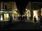 Il centro storico affollato fino a tarda sera