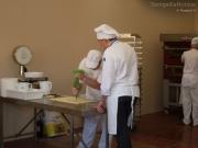 La preparazione di pane e dolci nei forni all'aperto