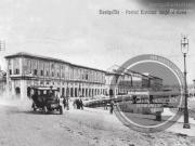 Una vecchia auto sul lungofiume di Senigallia - Leopoldi-1024