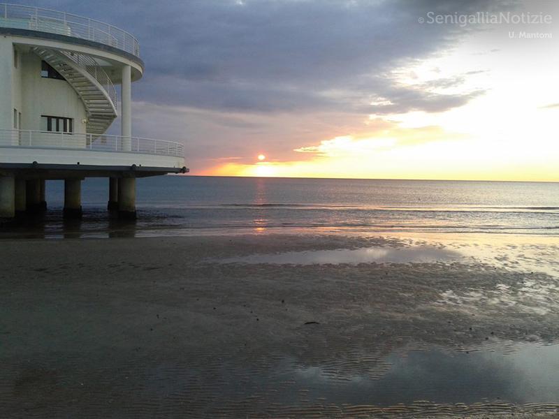 06/09/2014 - Alba dal mare dietro la Rotonda