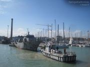 Al lavoro per portare le vecchie navi fuori dal porto di Senigallia