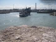 Lo scafo del peschereccio si arena nel fondale basso