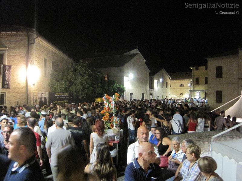 Senigallia: piazza del Duca e piazza Manni brulicanti