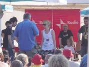 Massimo Cirri con Antonello Nitti per la sfilata in spiaggia