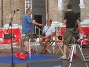 Sale sul palco Ugo Dighero