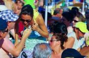 Laura Troja intervista il pubblico di Senigallia