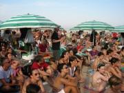 Il pubblico che affolla la spiaggia di Senigallia