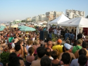 Spiaggia affollata per il CaterRaduno 2010 a Senigallia
