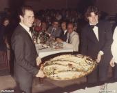 Matrimonio Renzo Colombaroni a Villa Sorriso: salmone in bella vista presentato da Guido e Massimo