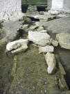 Parte superiore di un muro romano: ai lati i coppi e all'interno impasto di ghiaia e argilla