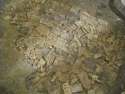 Piano di sassi e cocci su cui poggiavano impastatrici per i lavori