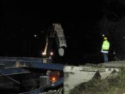 Si opera anche con la pinza meccanica per staccare il ponte dai terrapieni