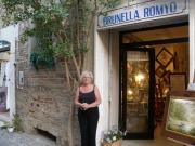 Brunella Romyo davanti al suo studio
