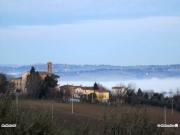 24/01/2011 - La nebbia avvolge le case nella Valmisa