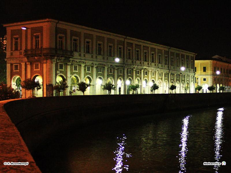 17/11/2010 - Senigallia, i portici Ercolani e il fiume Misa